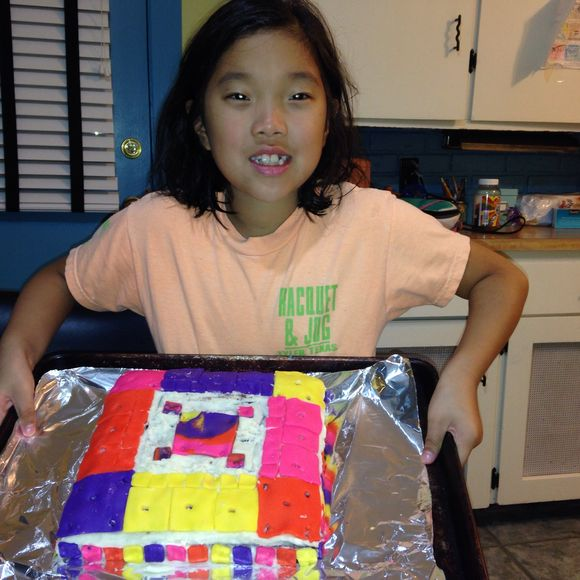 Lily decorated a fancy cake!